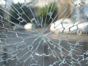 Неопытный водитель «Лады» влетел в столб в Автозаводском районе