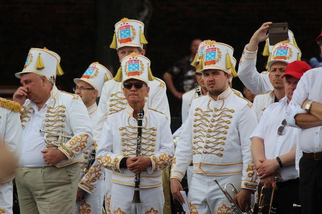 Фестивали духовых оркестров и Дружбы народов прошли в Нижнем Новгороде в День России - фото 29