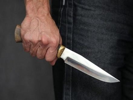 Житель Бора напал с ножом на женщину и поджег ее дом