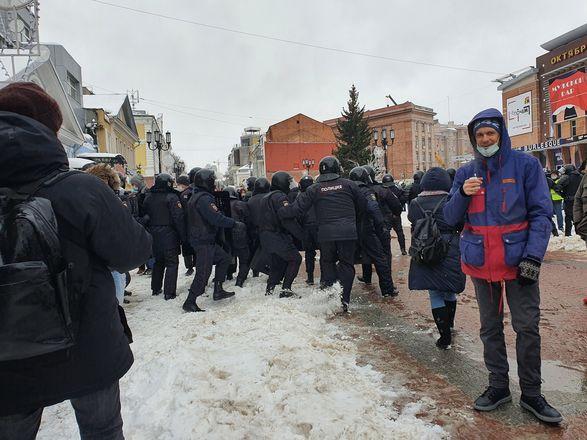 ОМОН перекрыл территорию на Большой Покровской из-за митинга - фото 6