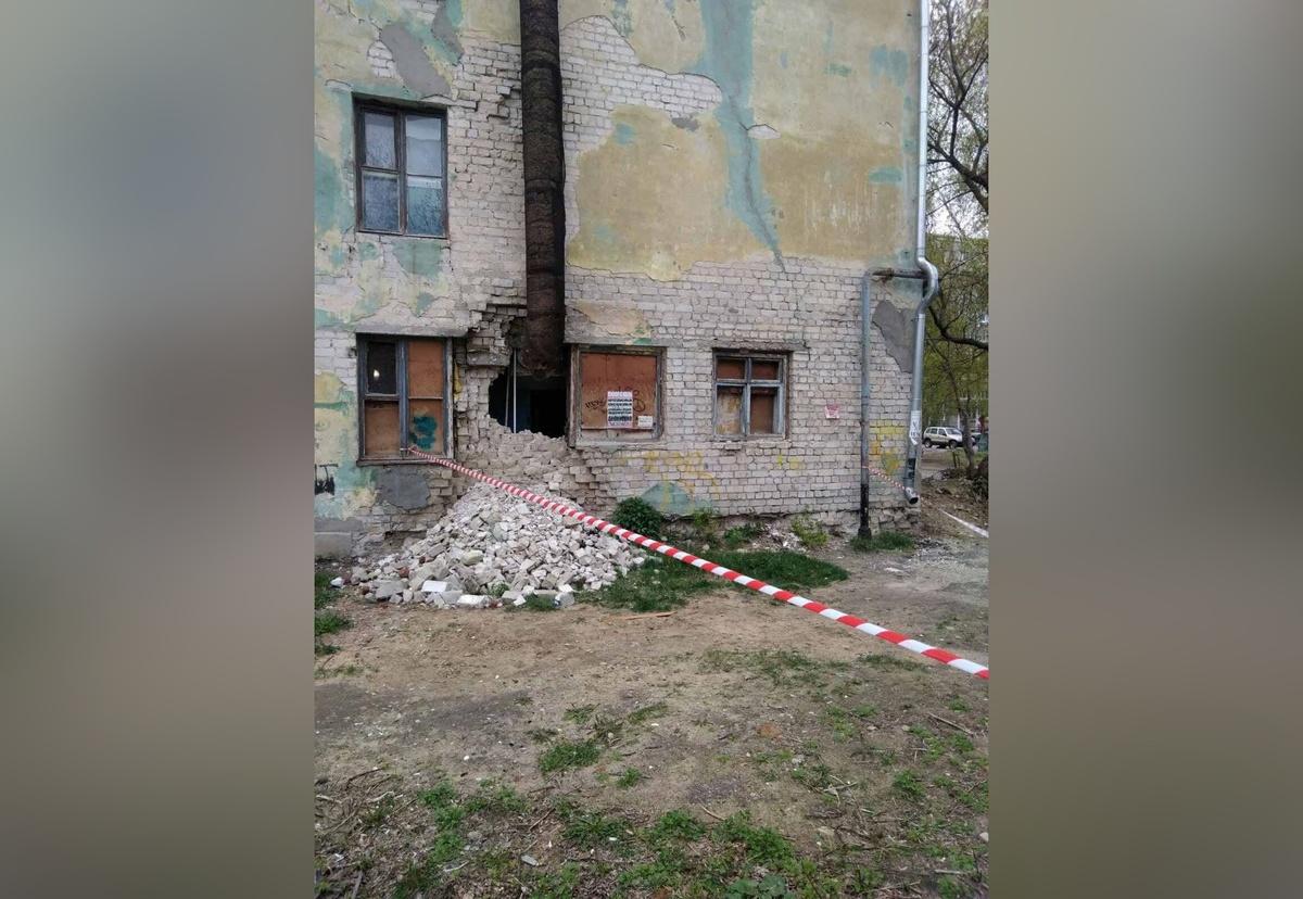 Последствия обвала стены общежития устраняют в Дзержинске - фото 1