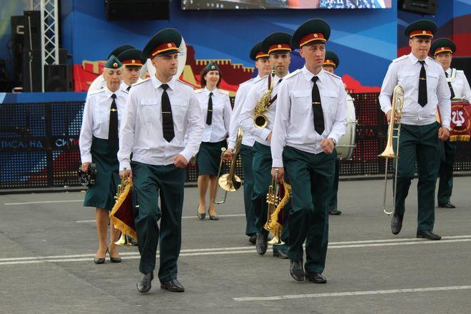 Фестивали духовых оркестров и Дружбы народов прошли в Нижнем Новгороде в День России - фото 31