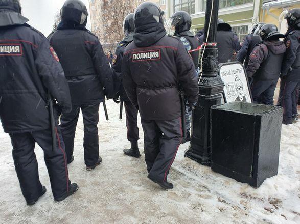 ОМОН перекрыл территорию на Большой Покровской из-за митинга - фото 8