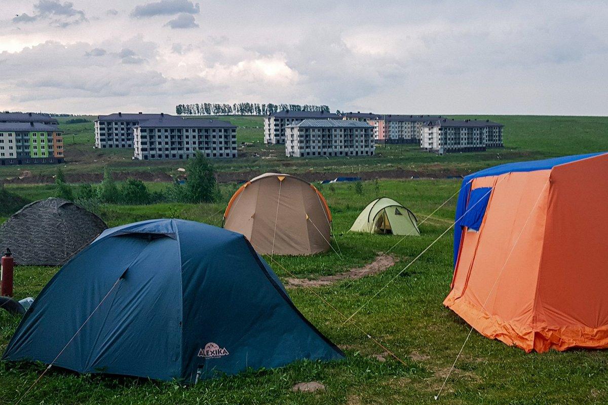 «Либо бульдозеры зайдут в лагерь, либо краны — на стройку», — обманутые дольщики - фото 1