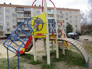 Детскую площадку поставили на улице Лескова по просьбам жителей
