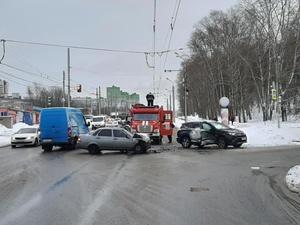 10-летняя девочка пострадала при столкновении «Приоры» с Toyota в Нижнем Новгороде