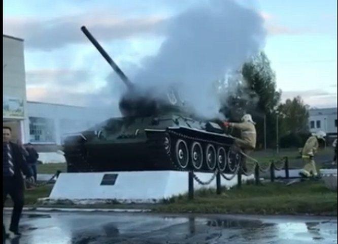 Танк Т-34 горел в Нижегородской области - фото 1