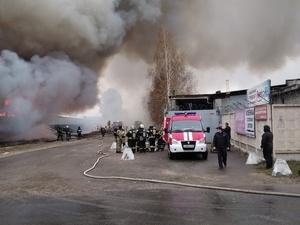 Площадь пожара на складе на улице Федосеенко увеличилась до 2400 квадратных метров