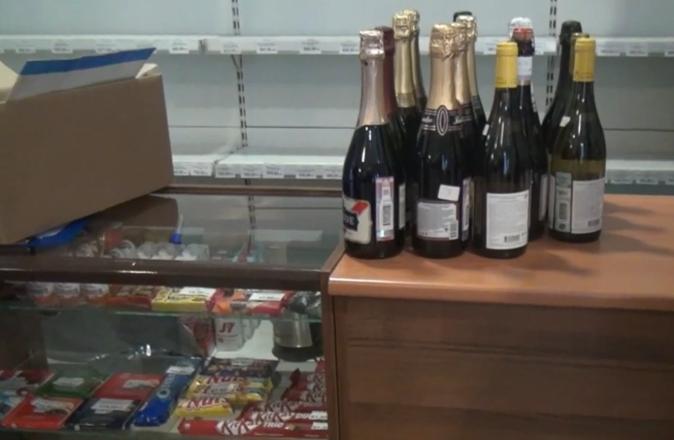 250 литров подозрительного алкоголя изъяли из двух магазинов в центре Нижнего Новгорода - фото 2