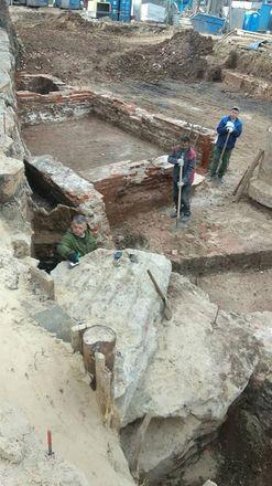 Фрагменты старинного здания обнаружили археологи в центре Нижнего Новгорода - фото 1