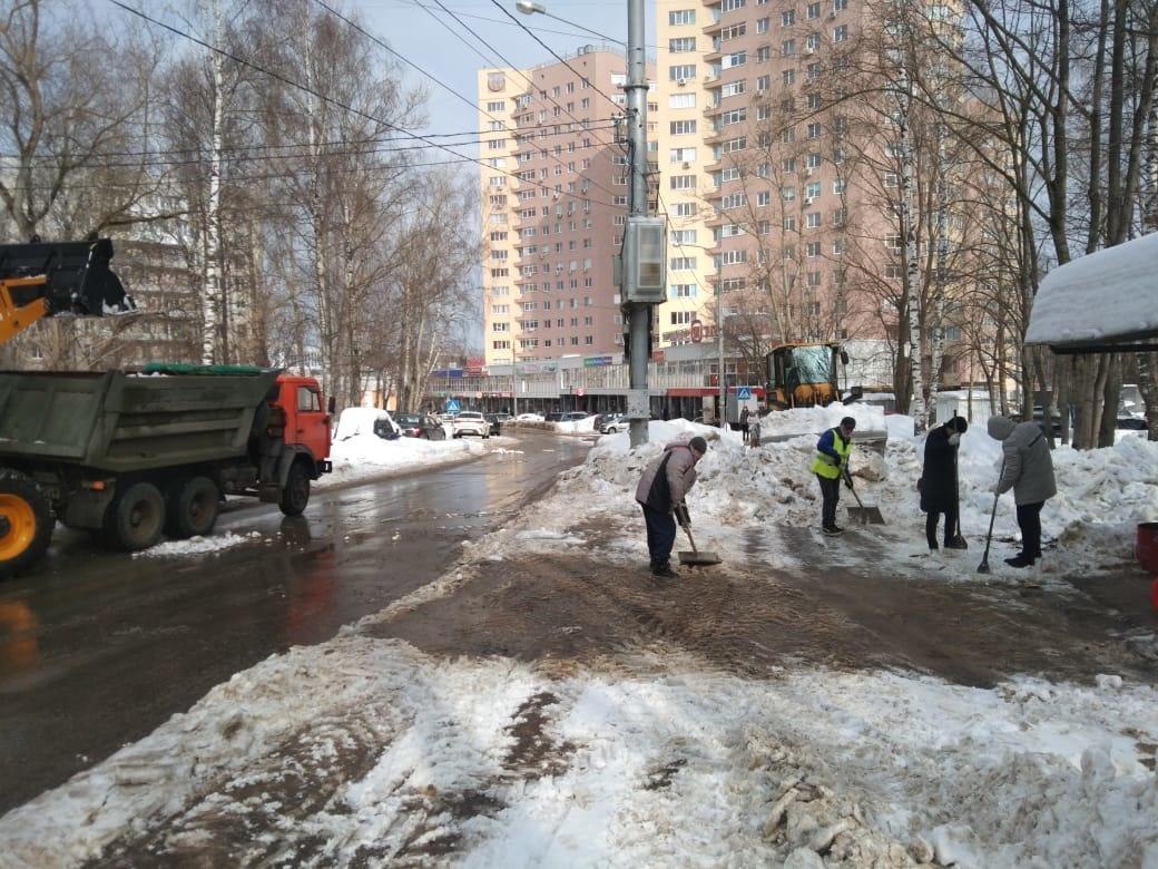 39 единиц техники вышли на уборку снега в Советском районе - фото 1