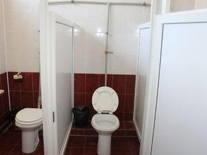 В дзержинском детском лагере подростков наняли мыть туалеты