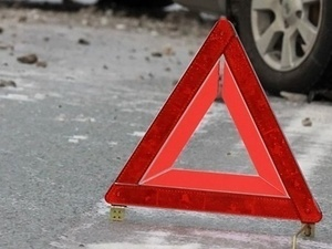 Иномарка протаранила автобус на улице Июльских дней