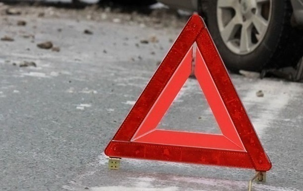 Иномарка протаранила автобус на улице Июльских дней - фото 1