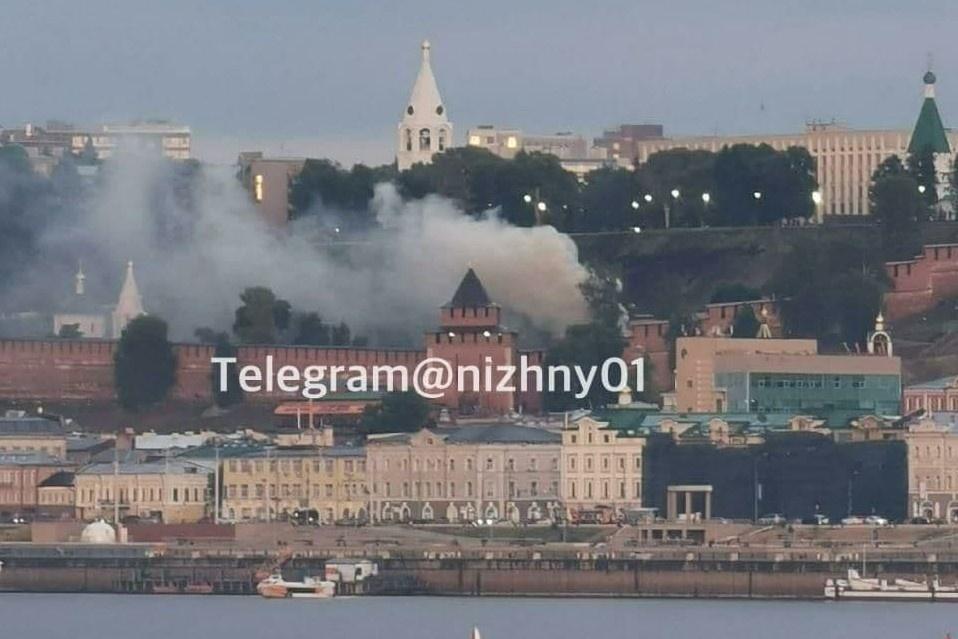 Пожар произошел на территории Нижегородского кремля  - фото 1
