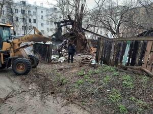Самовольно построенные сараи снесли на улице Менделеева