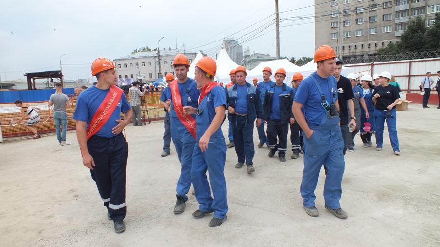 Строителям станции метро «Стрелка» вернули долги по заработной плате